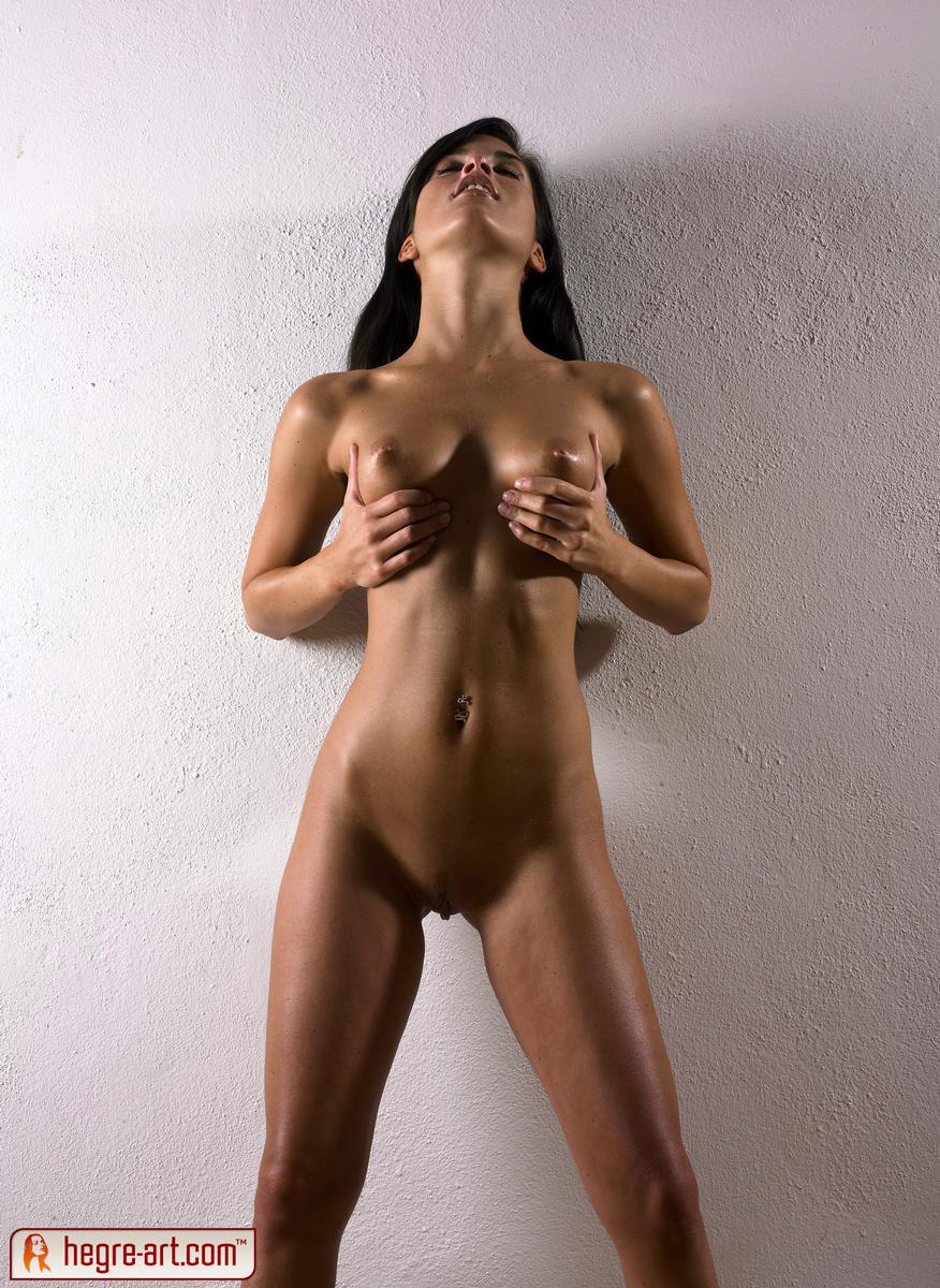 Смуглая голая кавказская девушка 6 фотография