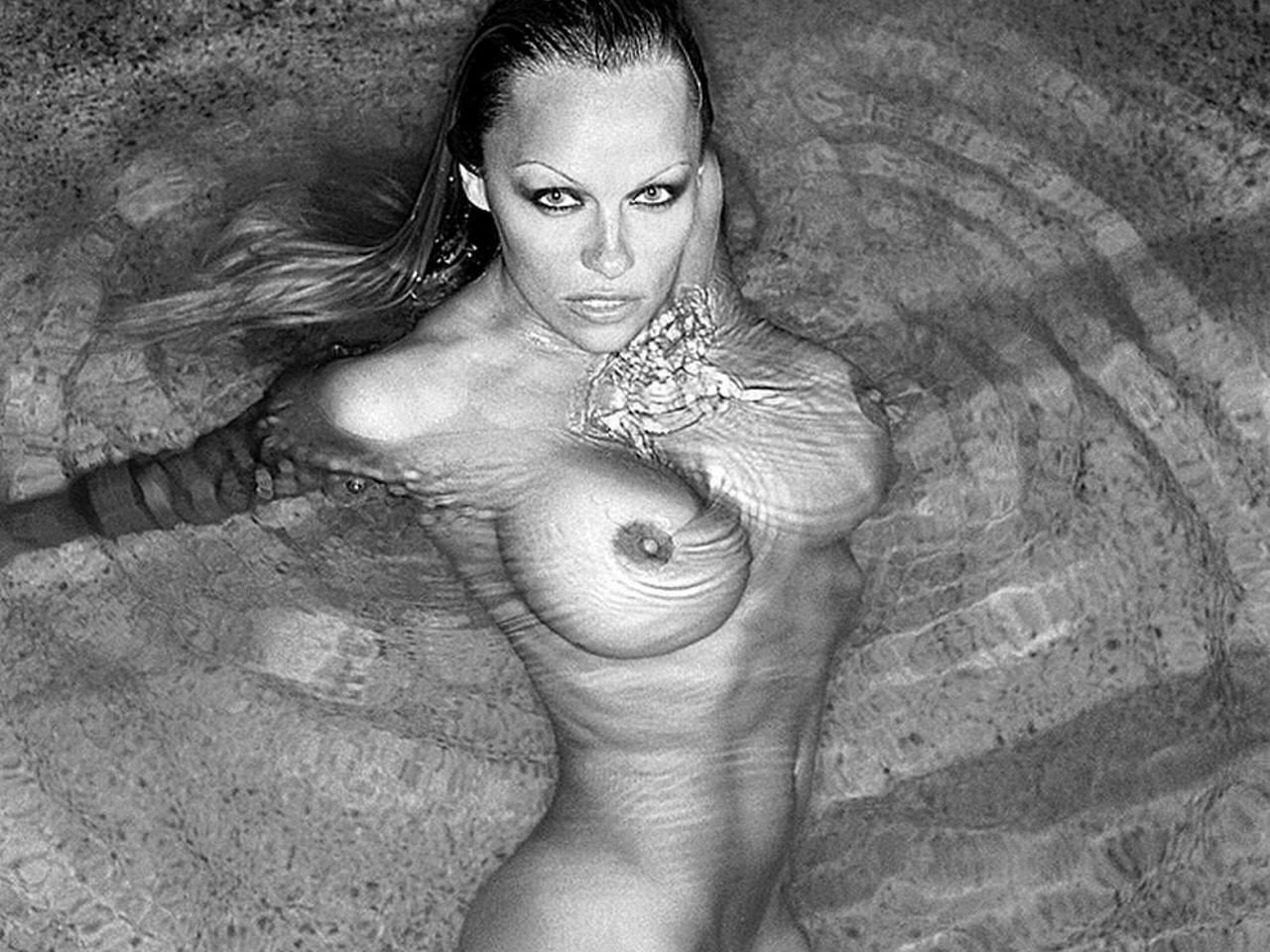 Фото голые сиськи torrent 1 фотография